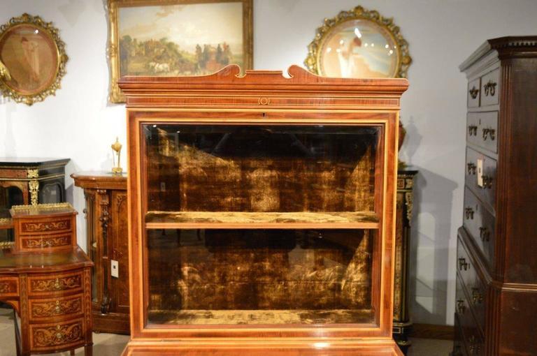 Fine Quality Pair of Fiddleback Mahogany Edwardian Period Inlaid Cabinets 8