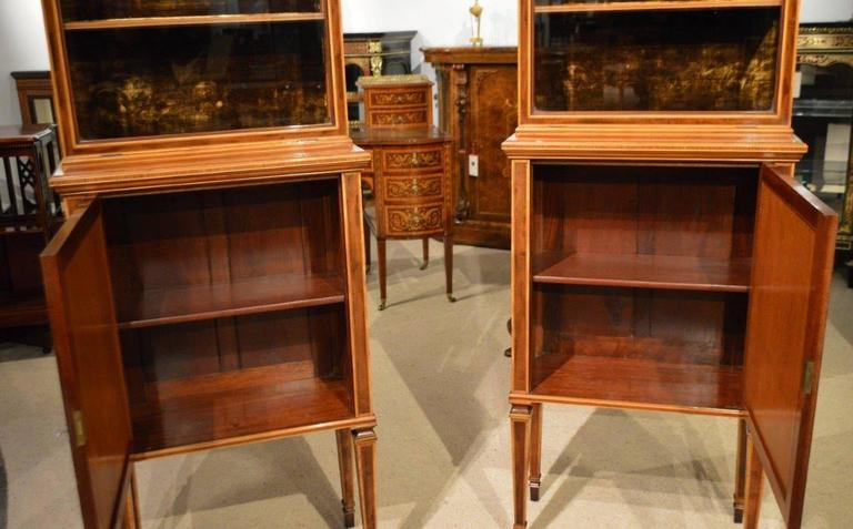Fine Quality Pair of Fiddleback Mahogany Edwardian Period Inlaid Cabinets For Sale 5