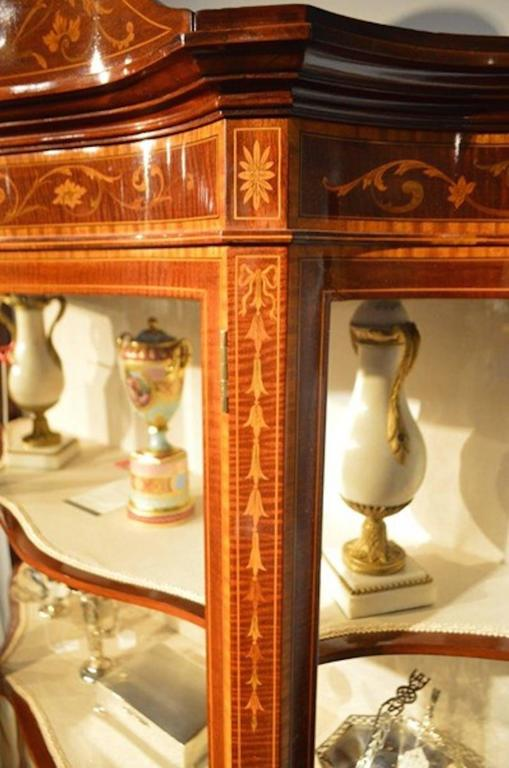 Early 20th Century Exhibition Quality Mahogany Inlaid Serpentine Display Cabinet by Maple & Co For Sale
