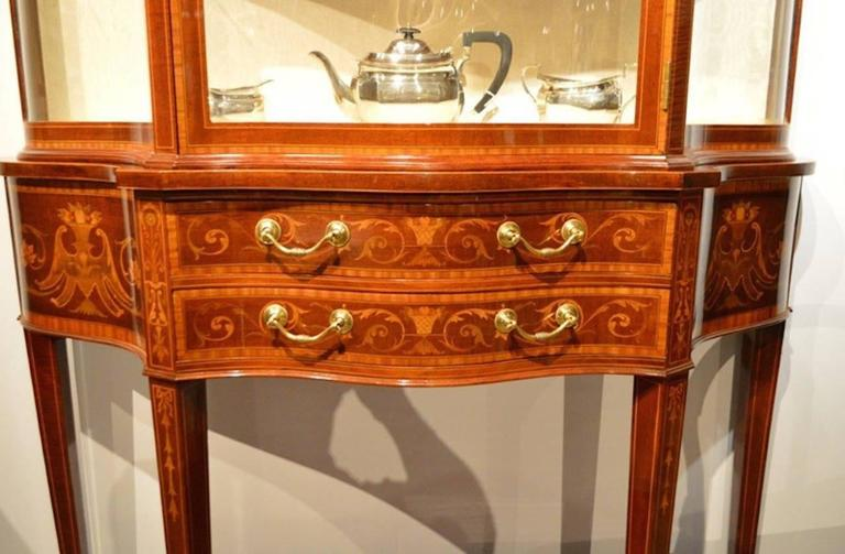 Exhibition Quality Mahogany Inlaid Serpentine Display Cabinet by Maple & Co In Excellent Condition For Sale In Darwen, GB
