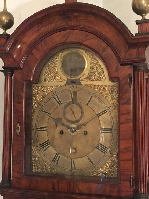 For sale on 1stdibs an English grandfather walnut clock from the 18th century by Monkhouse, London. Working on perfect conditions this long case clock has a honey coloured walnut and three gold metal finials that match the gold colored metal from