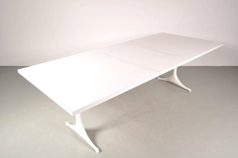 Beautiful dining table designed by George Nelson, manufactured by Herman Miller in the USA, circa 1960.