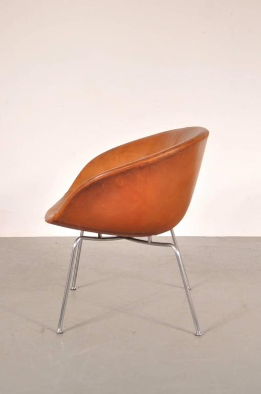 Pair of Pot Chairs by Arne Jacobsen for Fritz Hansen, Denmark, circa 1950 6