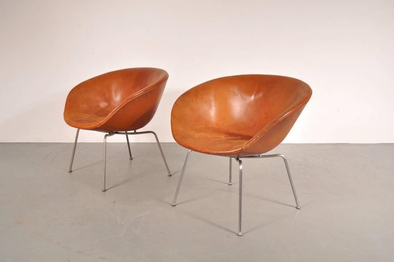 Pair of Pot Chairs by Arne Jacobsen for Fritz Hansen, Denmark, circa 1950 2