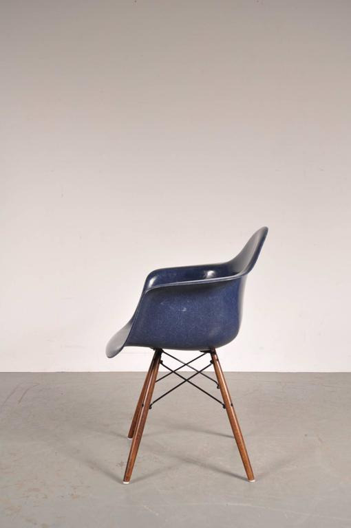 stock of daw chairs by charles and ray eames for herman miller usa