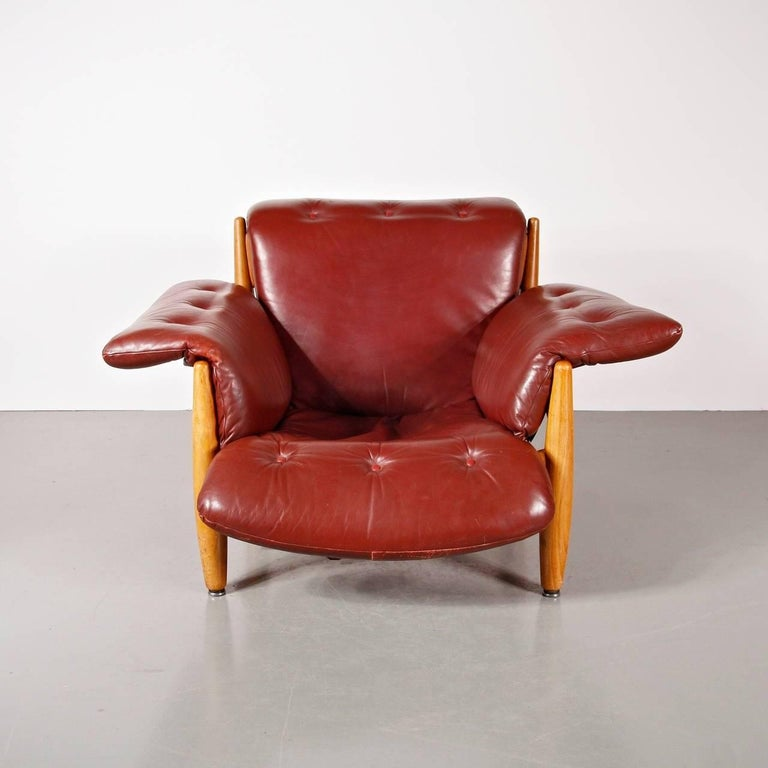 Iconic Sheriff lounge chair designed by Sergio Rodrigues in Brazil, manufactured by ISA Bergamo in Italy, circa 1960.