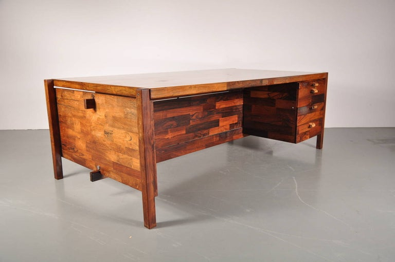 Beautiful desk by Jorge Zalszupin, manufactured by L'Atelier San Paulo, circa 1960.