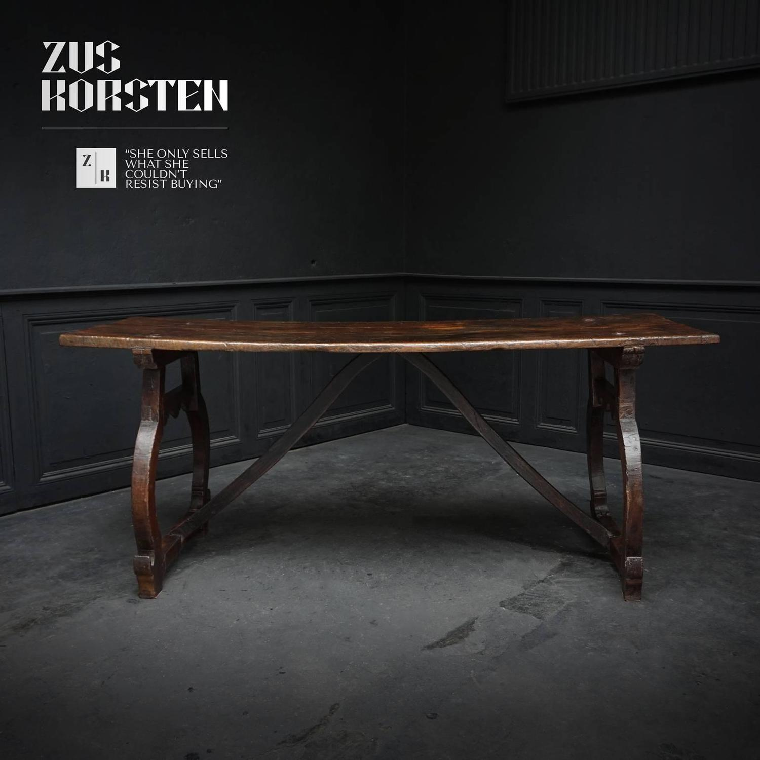 17th century spanish chestnut refectory table on lyre for Table th visible