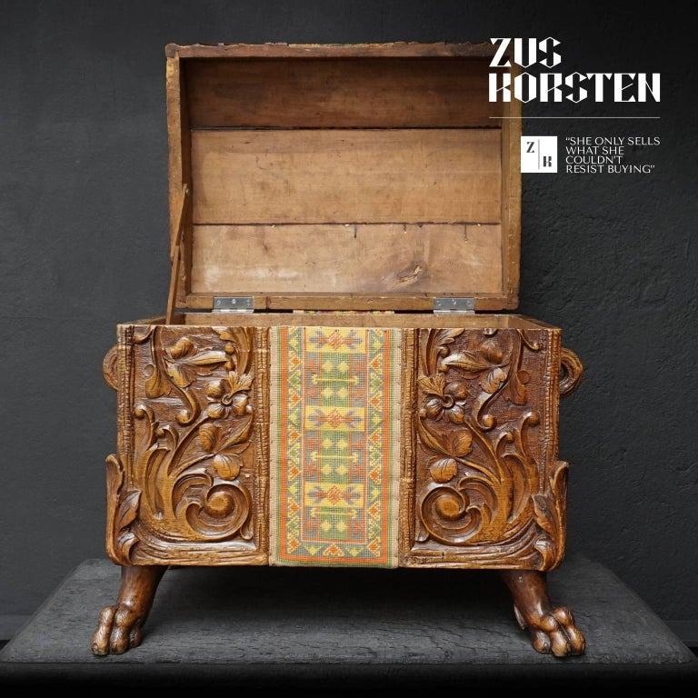 19th Century Swiss Black Forest Carved Dowry Chest or Trunk with Needlework In Good Condition For Sale In Haarlem, NL