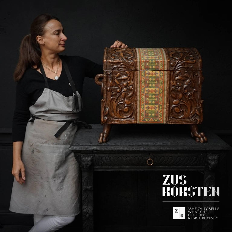 Charming hand-carved mid-sized wooden Folk Art dowry chest from the Black Forest area of Switzerland, made around the turn of the century.   It features a beautifully hand-carved floral and vine Acanthus motif and has 'claw-like' feet. Two side