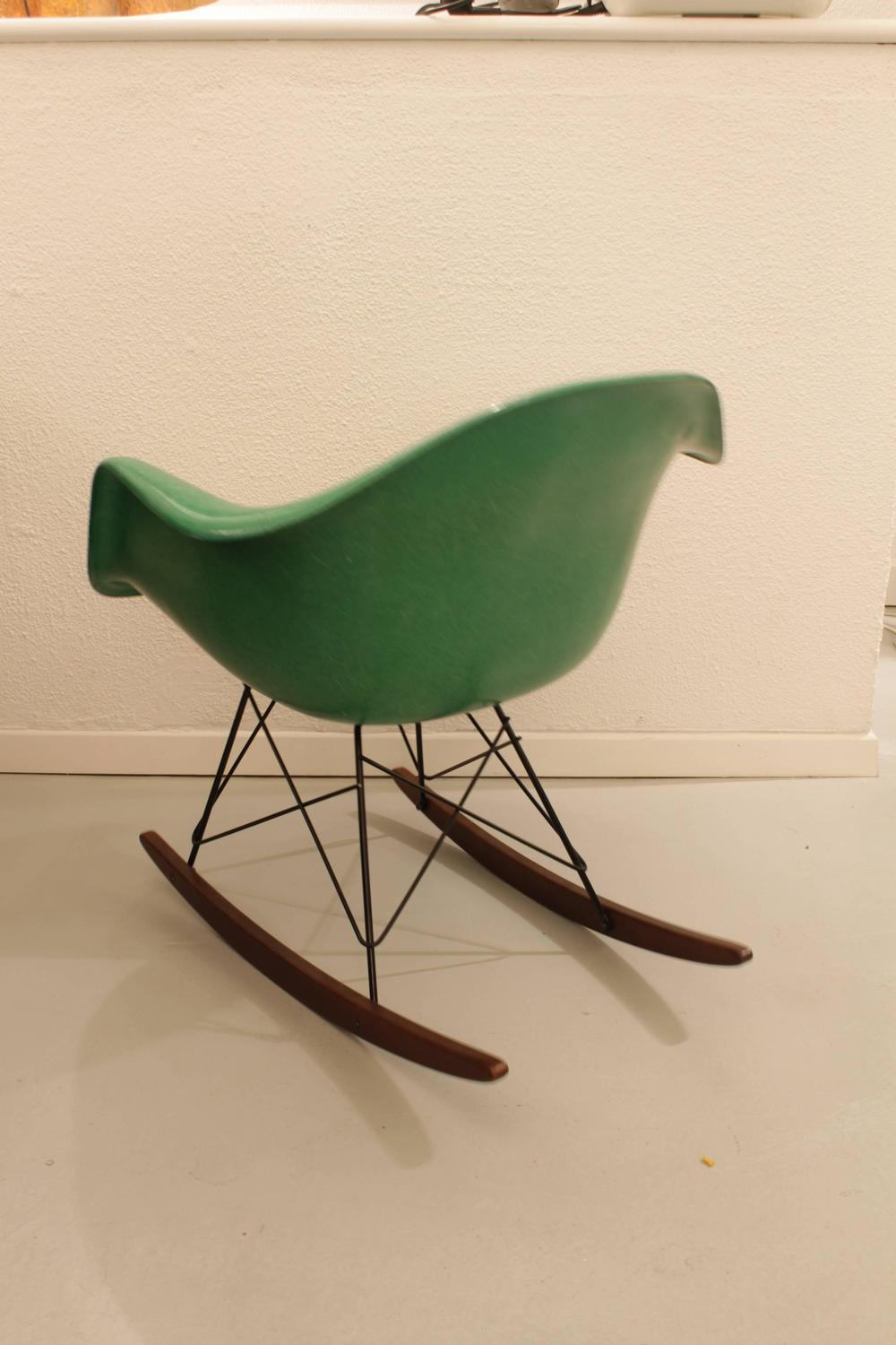 charles eames rocking chair apple green for sale at 1stdibs. Black Bedroom Furniture Sets. Home Design Ideas