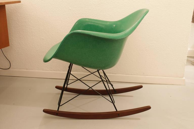 charles eames rocking chair apple green at 1stdibs. Black Bedroom Furniture Sets. Home Design Ideas