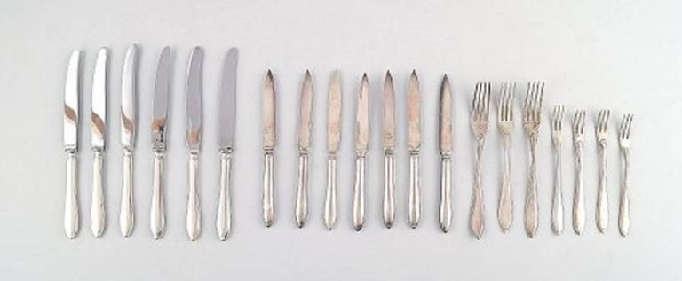 Large and Complete 24 Persons Flatware Service in Plated Silver circa 1930-1940s In Good Condition For Sale In Copenhagen, Denmark