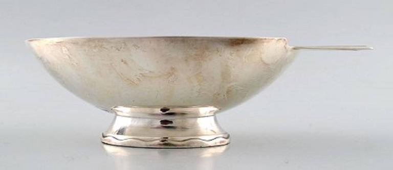 """Swan"" sauce boat with sauce spoon in silver plated brass, designed by Christian Fjerdingstad for Christofle (Gallia).