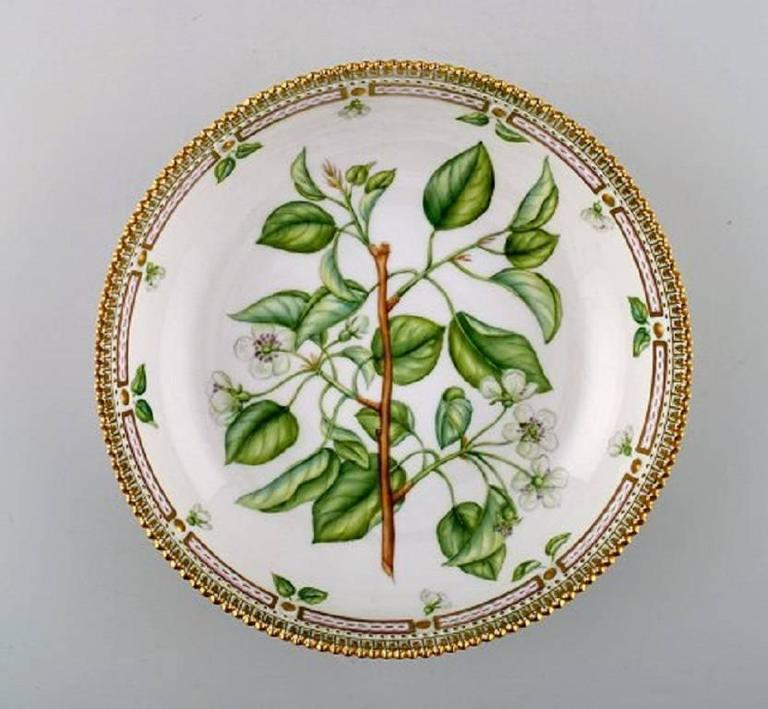 Royal copenhagen flora danica large salad bowl.  Measures 23 cm x 6 cm.  In perfect condition. 1st. factory quality.