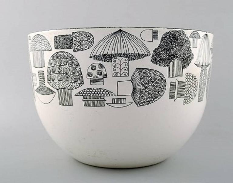 Kaj Franck. Bowl of enameled metal, Arabia / Finel, Finland, 1950s.   Motif with mushrooms.  Measures: 21 cm. X 14 cm.  In very good condition.