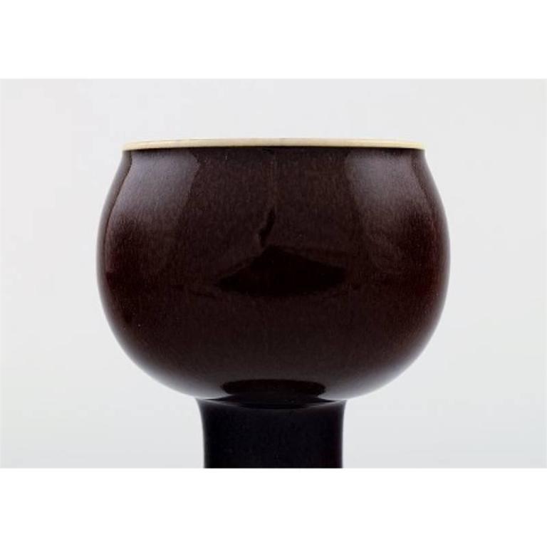 Stig Lindberg (1916-1982), Gustavsberg Studio, art pottery vase. Dimensions 13 x 9 cm. Beautiful oxblood glaze. In perfect condition.