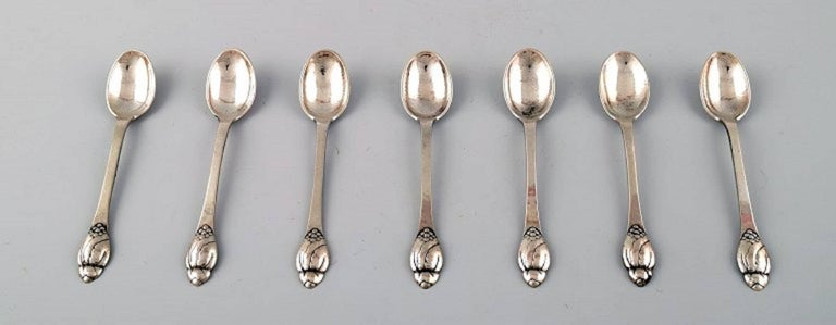 Evald Nielsen number 6, seven teaspoon in silver. Denmark 1920s-1930s. Measures 12.5 cm. Stamped. In perfect condition.