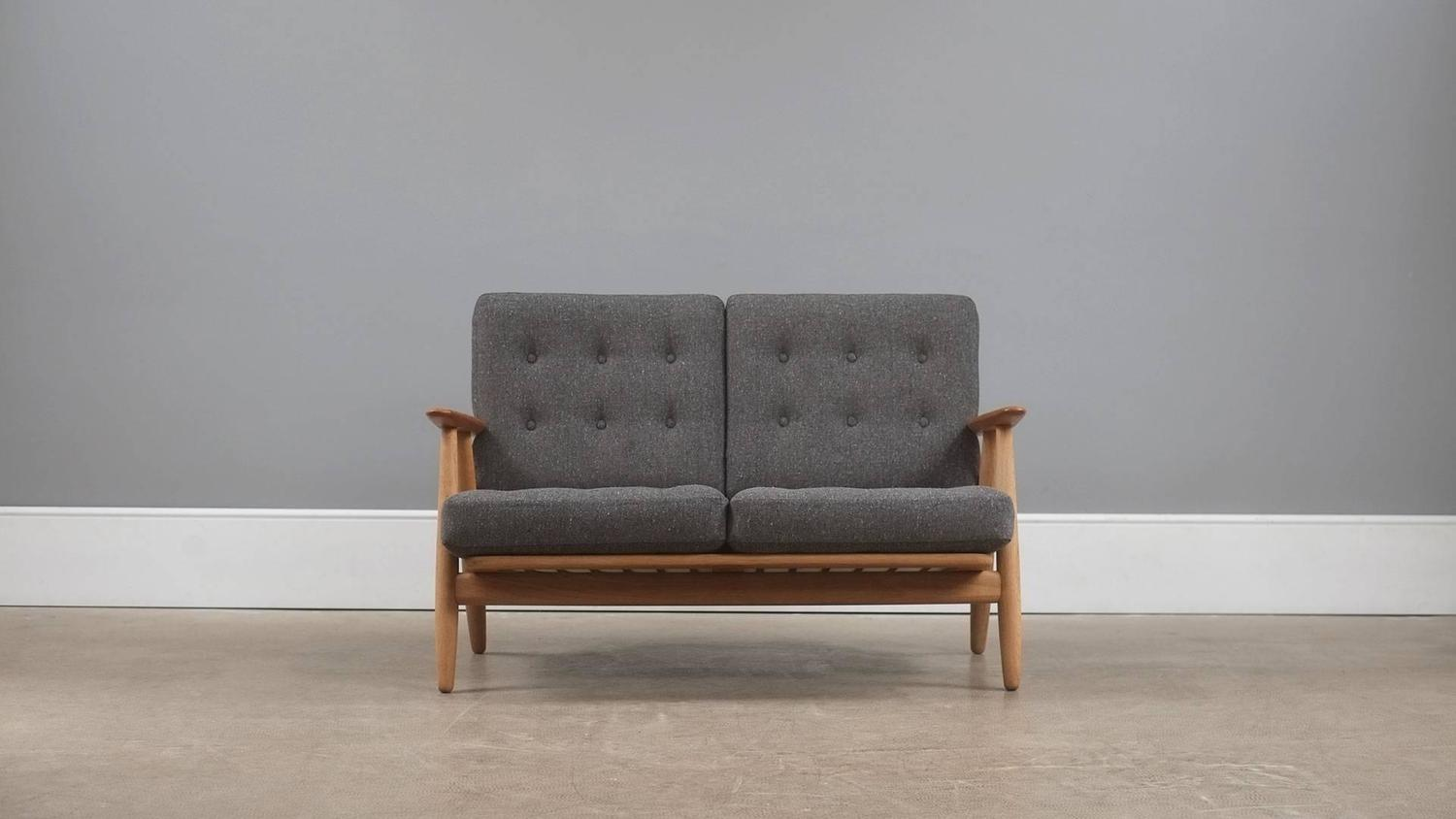 Hans wegner ge240 cigar sofa for sale at 1stdibs for Sofa 75 cm tief