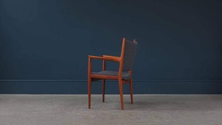 Scandinavian Modern Hans Wegner JH713 Chair For Sale