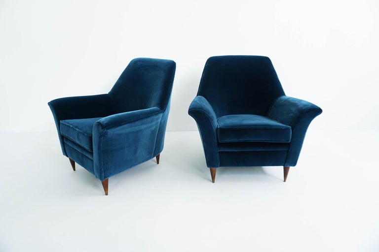Rare pair of lounge chairs by Ico Parisi. 