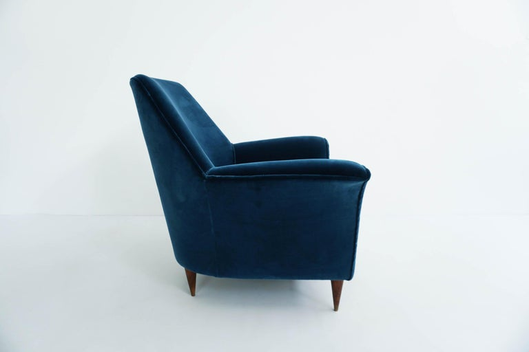 Ico Parisi Lounge Chairs in Blue Lagoon Velvet In Excellent Condition For Sale In Chiasso, CH