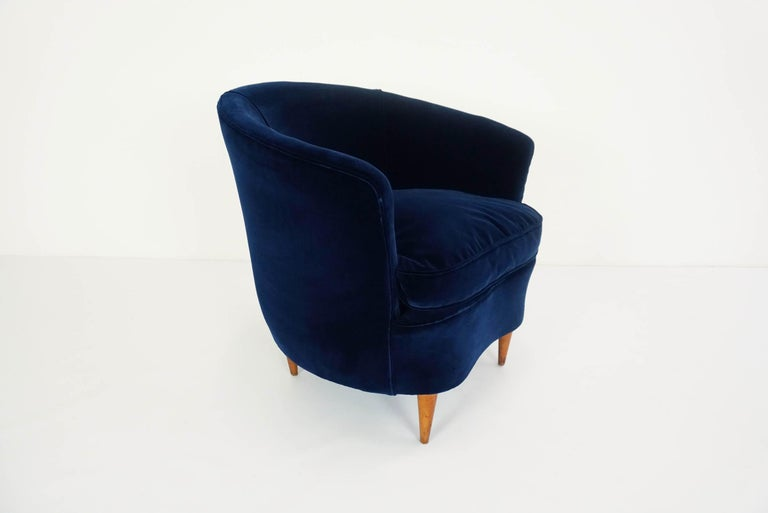 Gio Ponti Attributed, Pair of Cozy 'Shell' Armchairs In Good Condition For Sale In Chiasso, CH