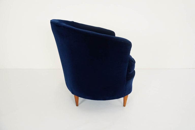 Gio Ponti Attributed, Pair of Cozy 'Shell' Armchairs For Sale 1