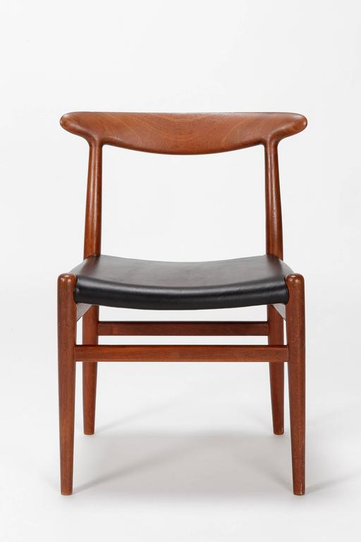 Mid-Century Modern Pair of Hans Wegner Dining Chairs W2 for C.M. Madsen, 1950s For Sale