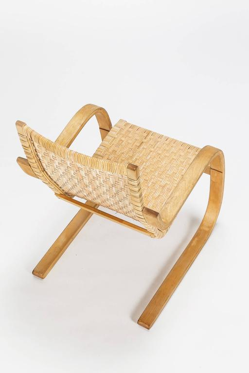 Alvar Aalto Cantilever Chair 406 by Artek in Birch and Cane Webbing In Excellent Condition For Sale In Basel, CH