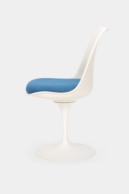 Mid Century Modern Eero Saarinen U201cTulipu201d Chair Knoll International, 1960s  For Sale