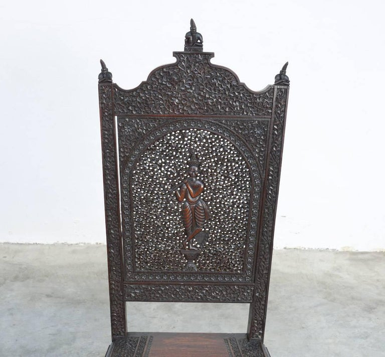 Extraordinary Anglo-Indian Carved Chair In Good Condition For Sale In Vlimmeren, BE
