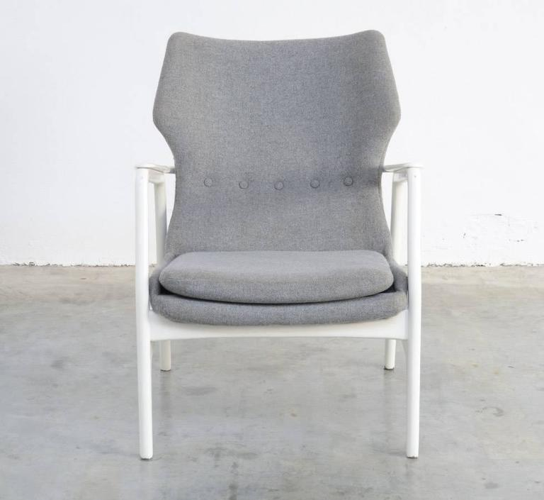 This easy chair is designed by Aksel Bender Madsen & Schubell for Bovenkamp, Holland in 1960. Aksel Bender Madsen brought Danish influences and craftsmanship in the Bovenkamp company, proven by this easy chair.