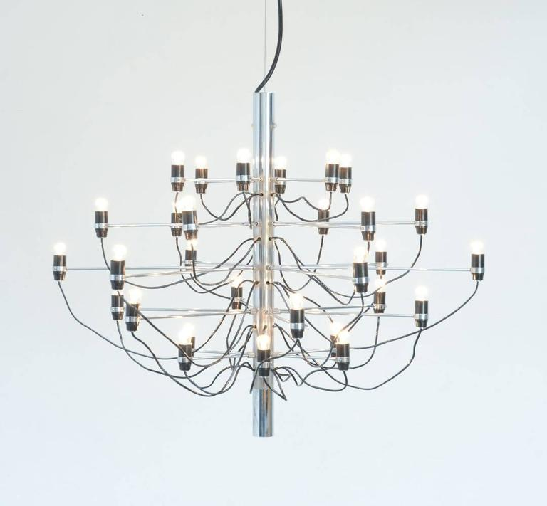 This iconic chandelier model 2097/30 is designed by Gino Sarfatti in 1958 and produced by Arteluce, Italy. For this chandelier, Sarfatti was inspired by the archetype of the ancient chandelier. The many chrome-plated steel arms are screwed
