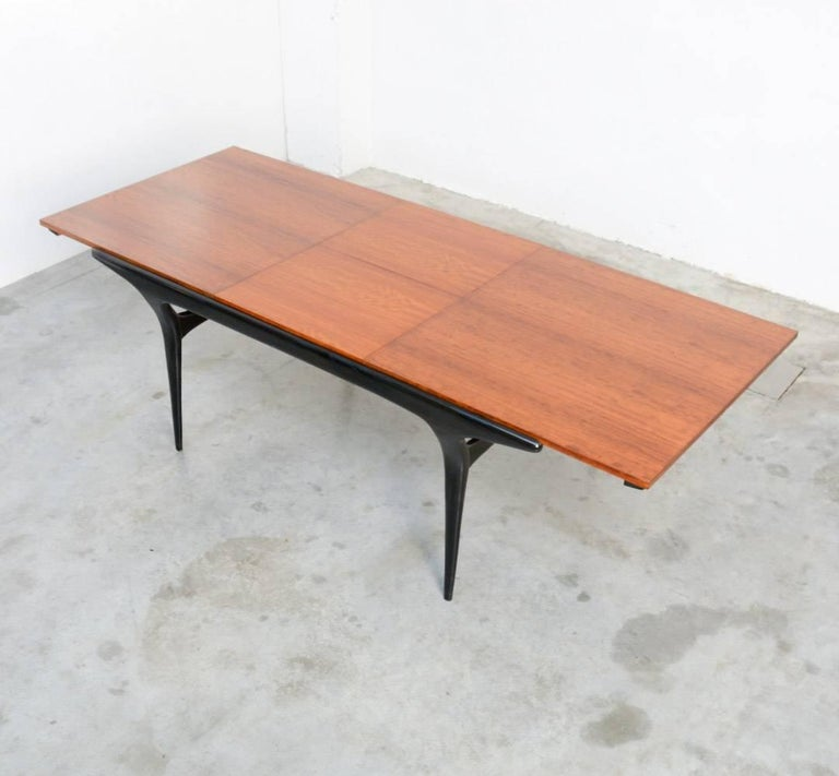 Exclusive dining table t4 by alfred hendrickx for belform for Exclusive dining table designs