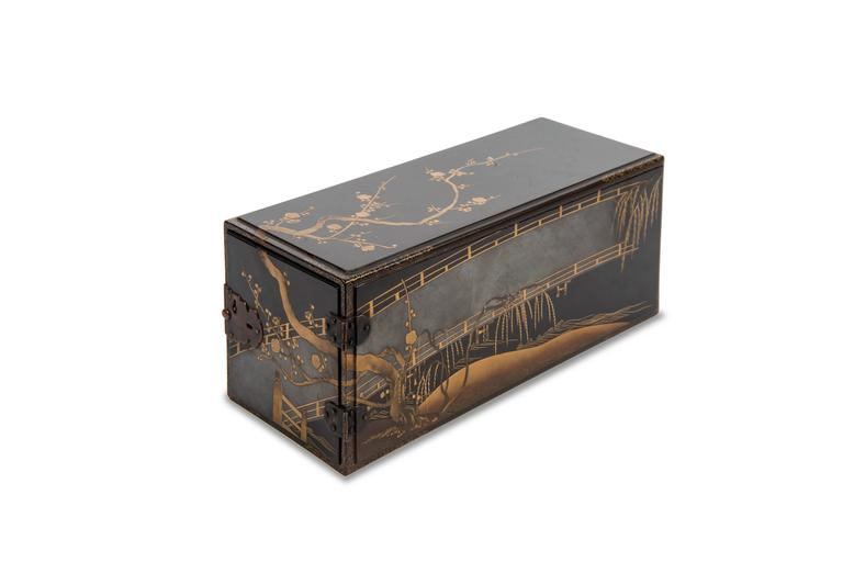 Edo Balck and Gold Japanese Lacquered Cabinet 2