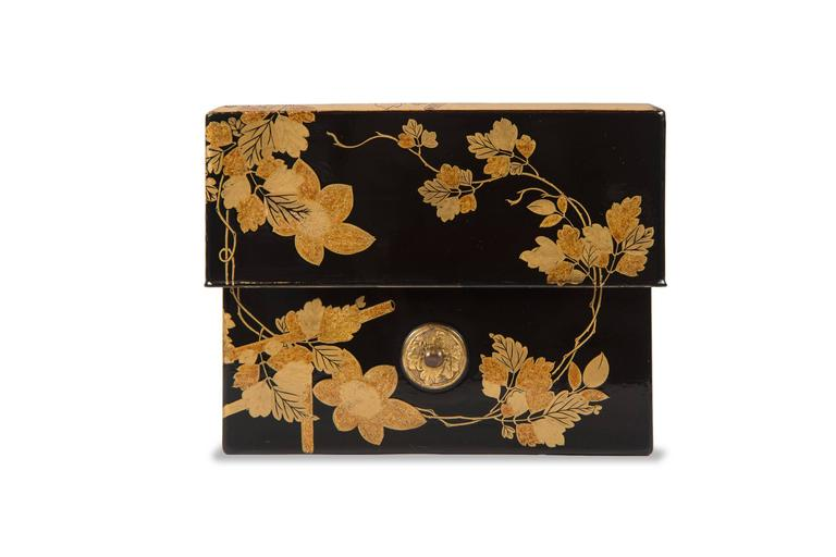 Edo Japanese Lacquered Incense Box For Sale 3