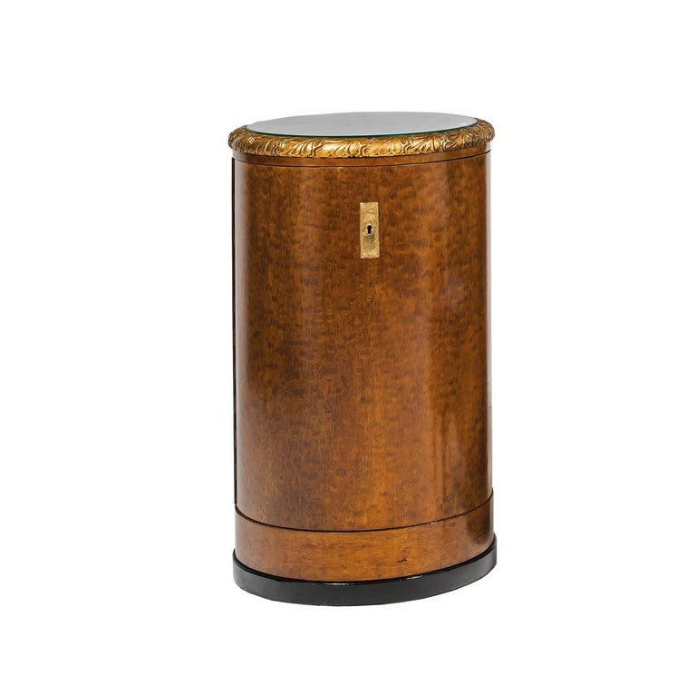 Lovely ensemble consists of one desk (48.42 width, 29.52 height, 18.50 depth), two barrel-cascets (18.5