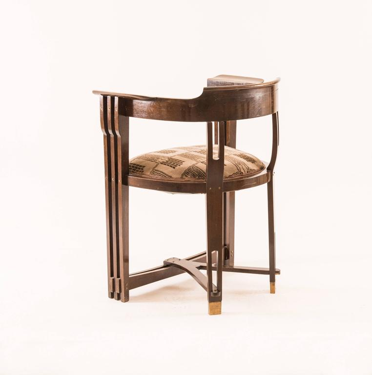 Absolutely rare Secessionist chair by Anton Pospischil, by the very eligible cabinet maker, who later manufactured furniture's for the historical Wiener Werkstätte. First published in 1901, Kunst und Kunsthandwerk, Vol 4 page 1.