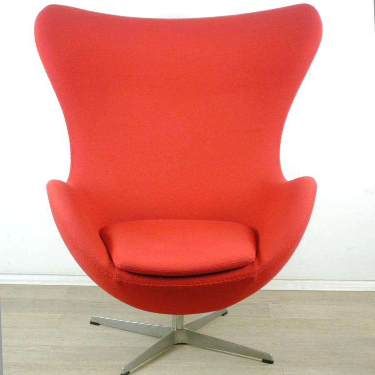 egg chair with stool by arne jacobsen for fritz hansen at