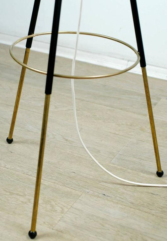 Italian Midcentury Iron, Brass and Yellow Glass Tripod Floorlamp by Stilnovo In Good Condition For Sale In Vienna, AT