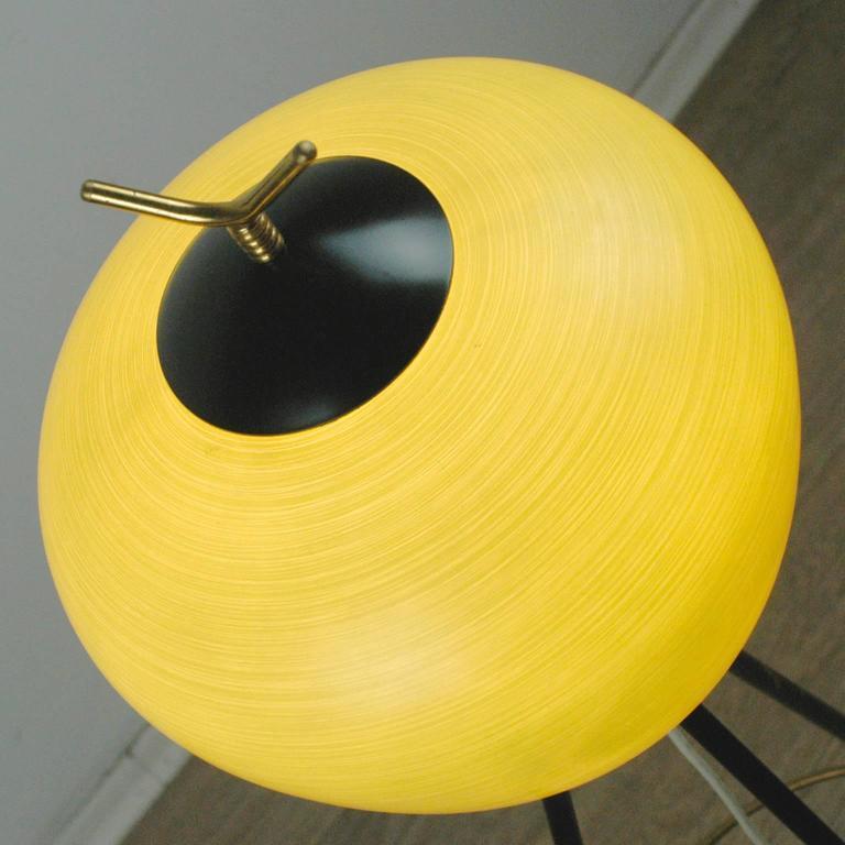 Italian Midcentury Iron, Brass and Yellow Glass Tripod Floorlamp by Stilnovo For Sale 1