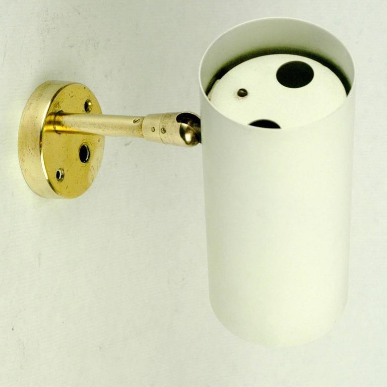 Modernistische Wandleuchte aus Messing mit weiß lackiertem Lampenschirm von J.T. Kalmar, Österreich 3