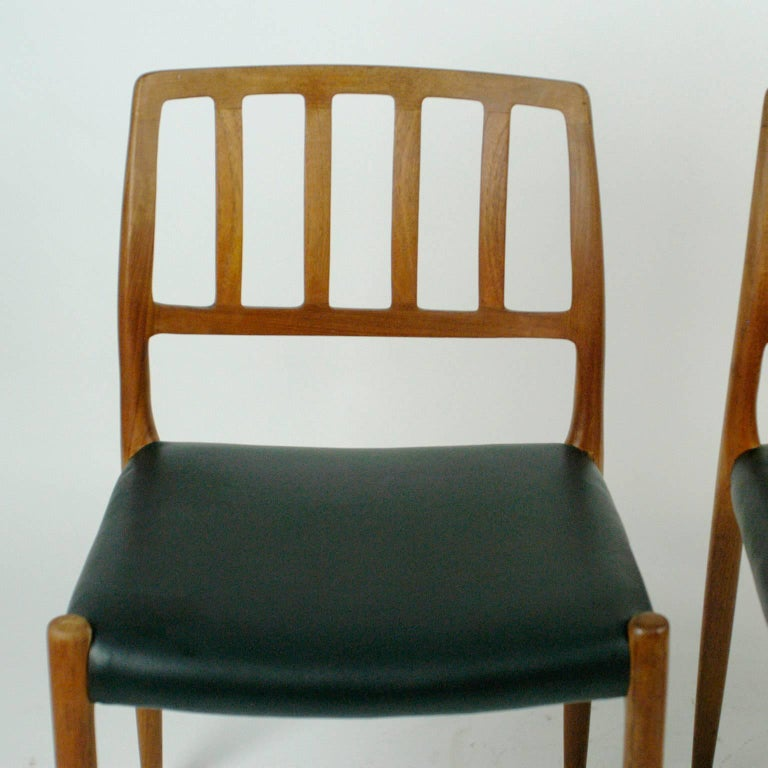 Pair of Two Scandinavian Modern Niels Otto Möller Teak Dining Chairs Mod. 83 In Excellent Condition For Sale In Vienna, AT