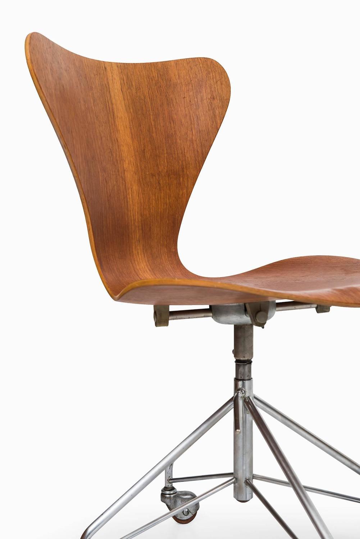 arne jacobsen office chair model 3117 by fritz hansen in denmark 2 arne jacobsen office chair