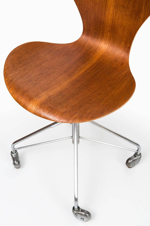 arne jacobsen office chair model 3117 by fritz hansen in denmark 4 arne jacobsen office chair