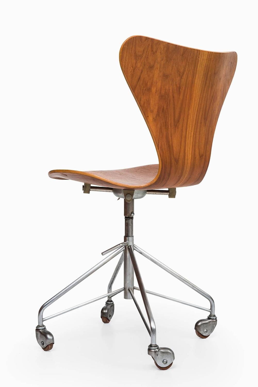 arne jacobsen office chair model 3117 by fritz hansen in denmark 8 arne jacobsen office chair