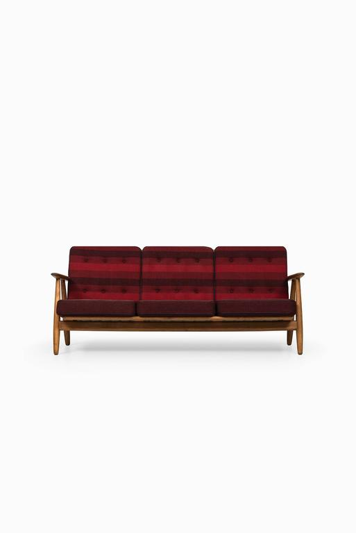 Hans Wegner Sofa Model Ge-240 by GETAMA in Denmark 6