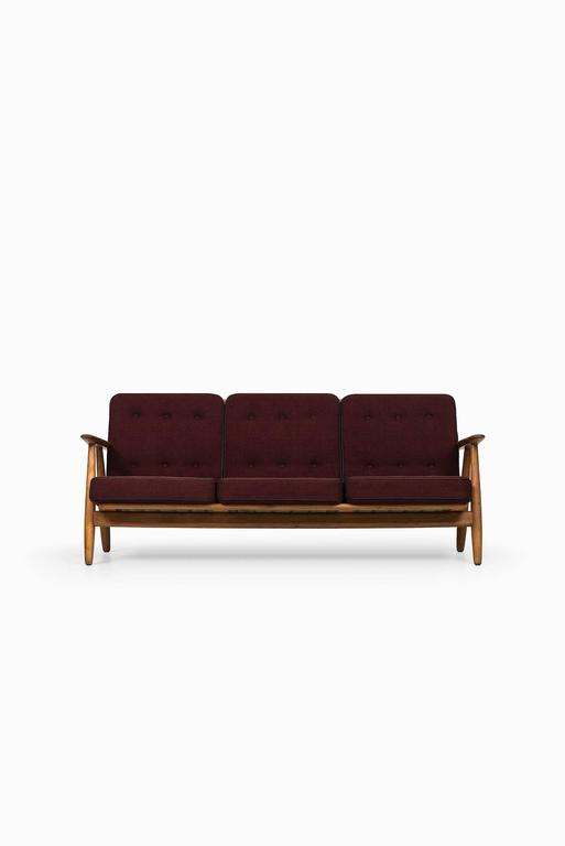 Hans Wegner Sofa Model Ge-240 by GETAMA in Denmark 2