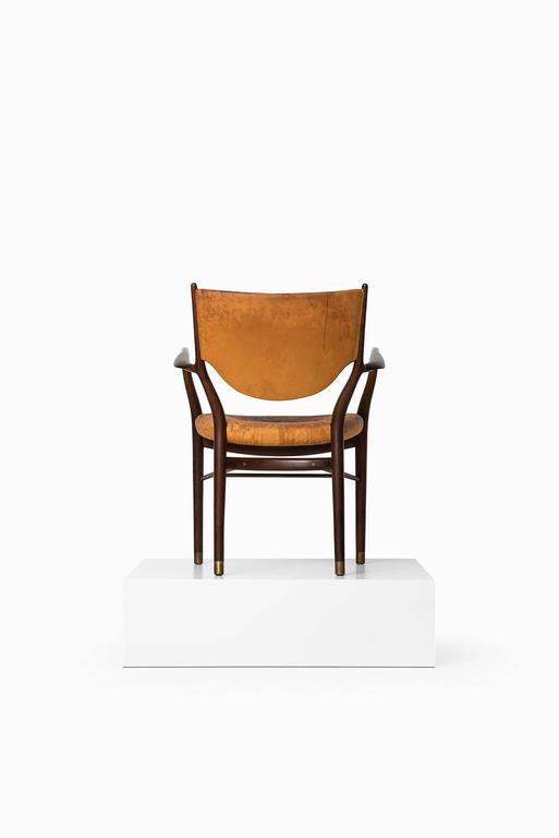 Rare early armchair model FJ-46 designed by Finn Juhl. Produced by cabinetmaker Niels Vodder in Denmark. Provenance: Cabinetmaker Niels Vodder.
